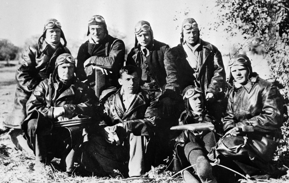 Советские летчики на аэродроме Сото под Мадридом. 1936 год.