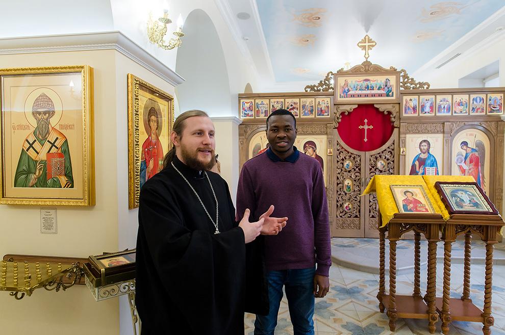 Отец Владимир служит в Челябинске.