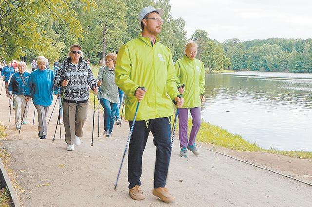 Скандинавская ходьба – полезное занятие, доступное в любую погоду. Но сейчас надо тренироваться поодиночке.