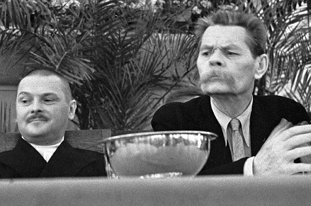 Андрей Жданов и писатель Максим Горький в президиуме первого съезда писателей СССР, 1934 год.