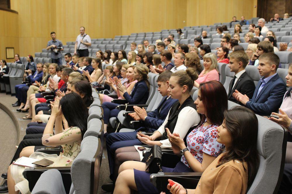 Всех выступающих слушали с большим вниманием.