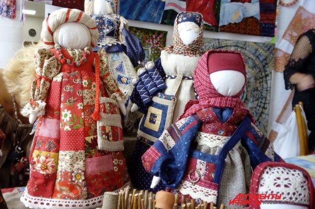 На выставке народных промыслов были представлены работы лучших мастеров.