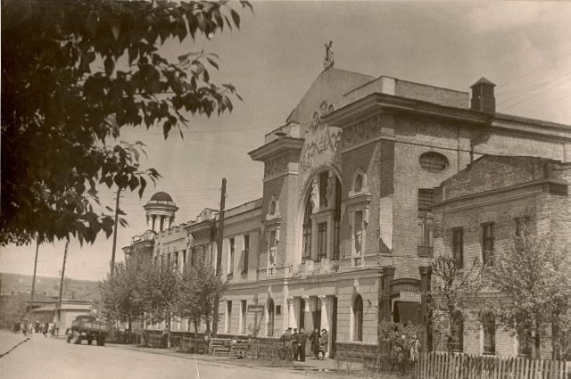 В годы войны в Доме офицеров располагался госпиталь.