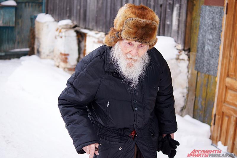 Несмотря на свой возраст, схимонах продолжает ходить на службы