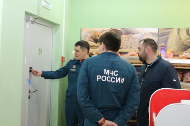 Сергей Мочиевский лично проверил на пожарную безопасность ТЦ Небо в Ханты-Мансийске