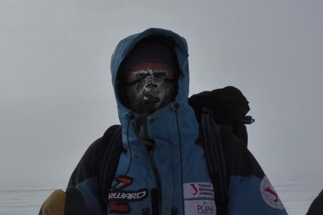 Из-за холода и ветра на лицах путешественников образовывался иней.