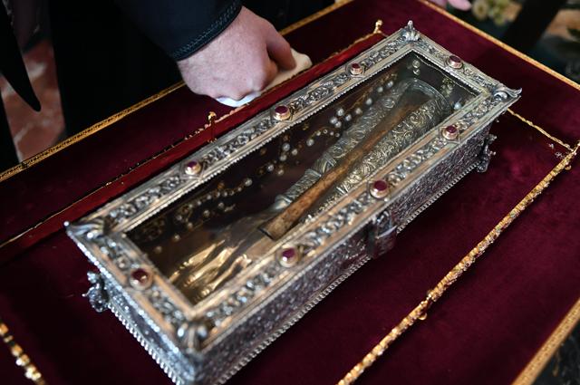 Рака на торжественной церемонии встречи мощей святителя Спиридона Тримифунтского, доставленных в Россию с греческого острова Корфу, в Храме Христа Спасителя.