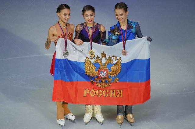 Анна Щербакова - серебряная медаль, Алена Косторная - золотая медаль, Александра Трусова - серебряная медаль.