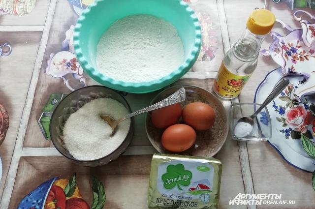 Ингредиенты для рецепта вафель просты.