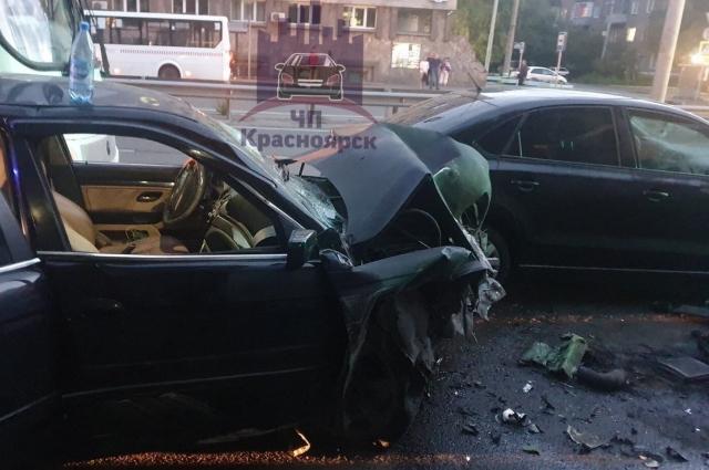 Пострадавших двое - водитель и пассажир БМВ