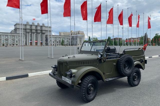 Автомобиль ГАЗ-69 подходит и для военного плаца, и для бездорожья..