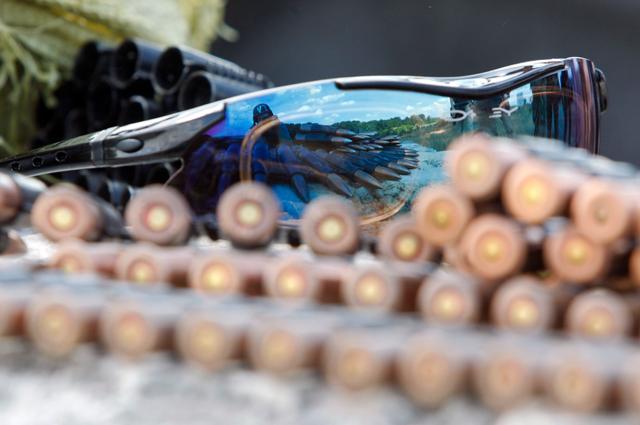Чиновники Минобороны Украины, которым на закупку средств защиты были выделены 11,6 миллиона долларов, длительное время откладывали начало процедуры закупки, а затем затягивали процесс оформления договоров