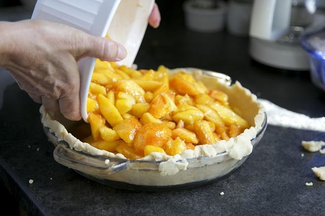 Регулярное употребление в пищу печеных яблок поможет снизить вес.