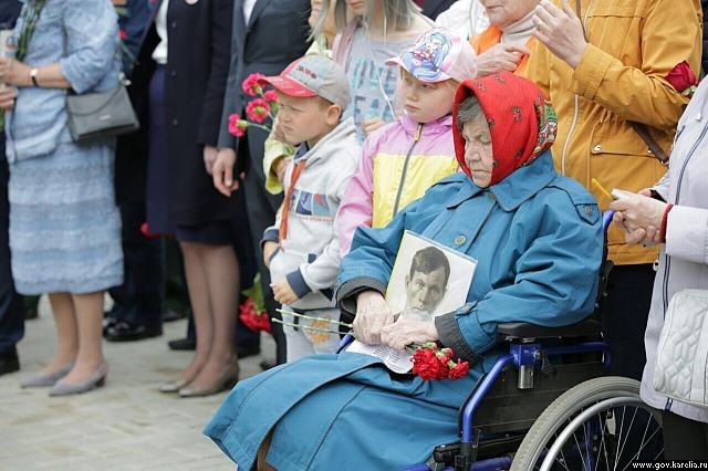 В открытии монумента участвовали родные и близкие бывших узников концлагерей.