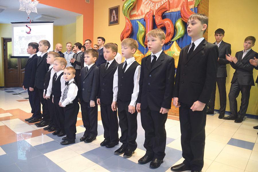 Воспитанники — мальчики в возрасте до 16 лет.
