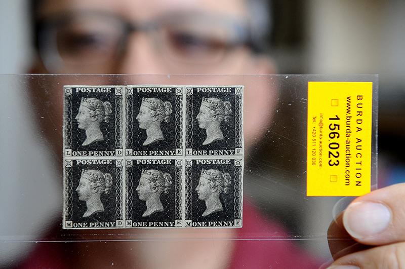 Первая почтовая марка Чёрный пенни была выпущена в 1840 году