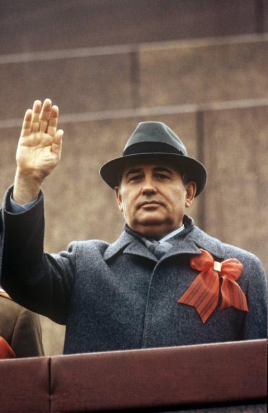 Генеральный секретарь ЦК КПСС Михаил Сергеевич Горбачёв на трибуне Мавзолея В.И. Ленина на Красной площади