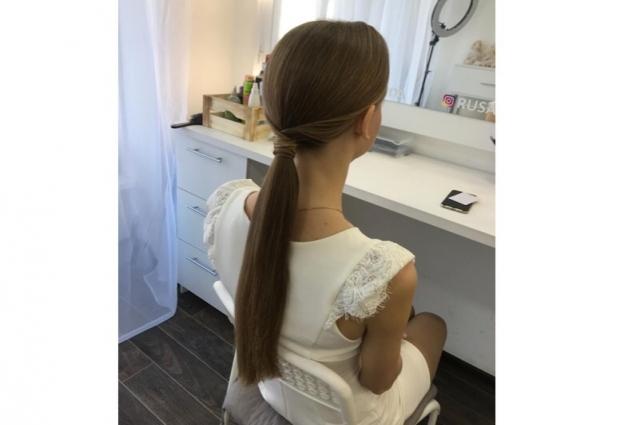 Хвост на прямой волос