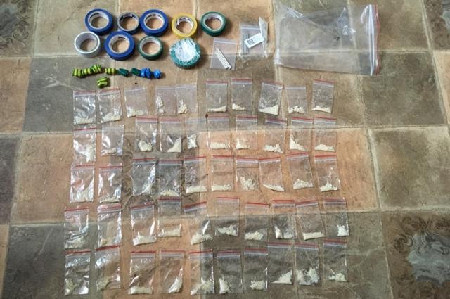 Полиция изъяла около 250 граммов наркотических веществ.