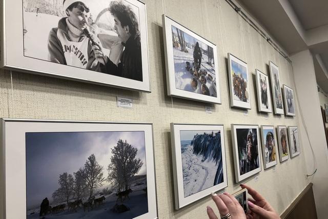 Фотовыставка Виктора Гуменюка будет работать в краевой библиотеке до 12 апреля.