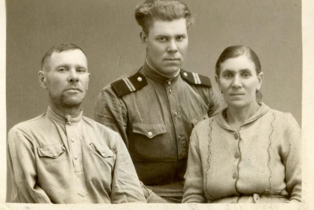 Из семейного архива: Дед- Иван Богачев, Отец –Николай Богачев, бабушка-Анна Богачева.