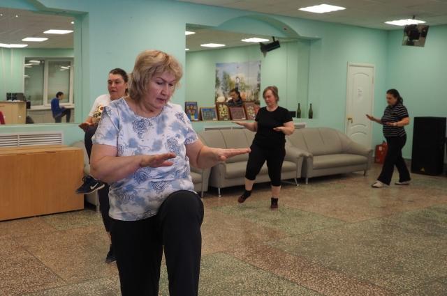 В помещении Мотовилихинского совета ветеранов все желающие пенсионеры могут посещать занятия по суставной гимнастике.