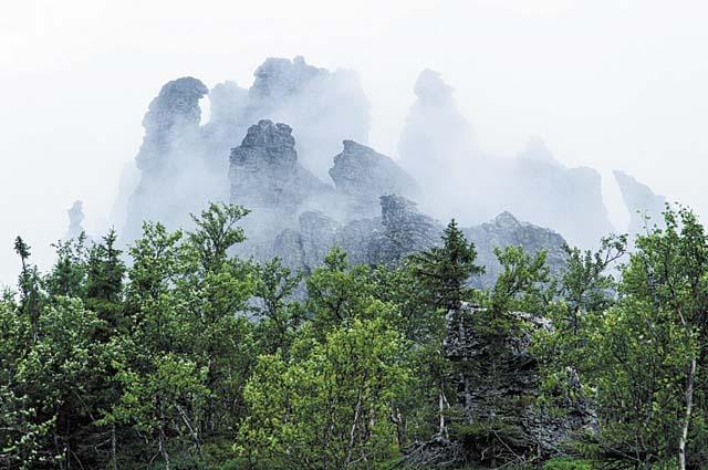 Причудливо сложенная из скал гора Мунин-Тумп напоминает волшебный замок.