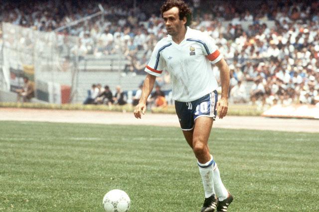 Сейчас Мишель Платини - крупный футбольный чиновник, который вовлечен в коррпционные скандалы. В 70-80-х года 20 века он был одним из лучших футболистов мира.