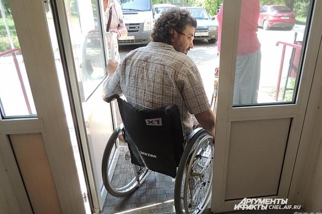 Игорь говорит, естьв городе и приспособленные для колясочников входные группы.