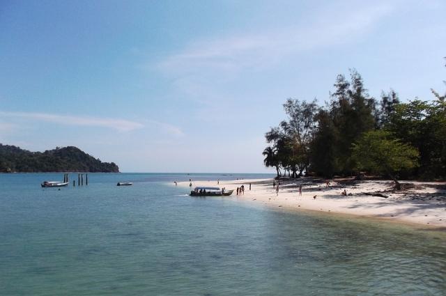 В Таиланде, в Малайзии, в Южной Америке бывают «горячие сезоны», во время которых фирмы остро нуждаются в гидах или переводчиках.
