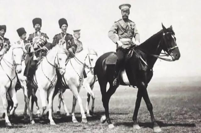 Николай II с казаками Конвоя.