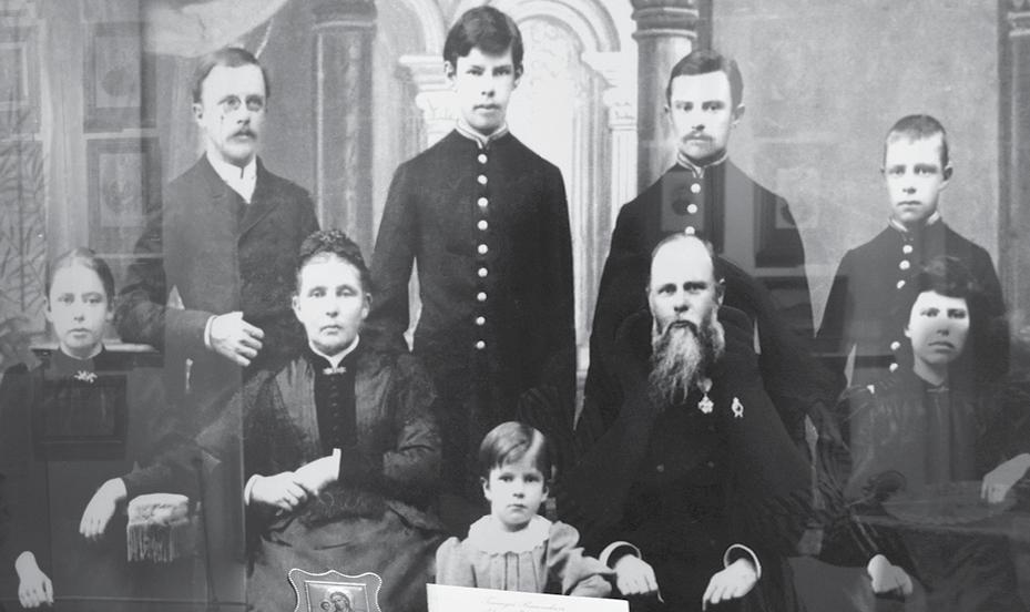 Геннадий Юдин с семьей - супругой и детьми.