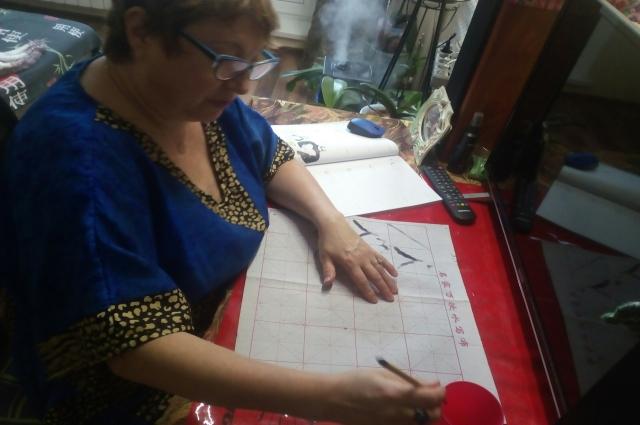 Пенсионерка Татьяна Барковцова - самая взрослая студентка в школе китайского.