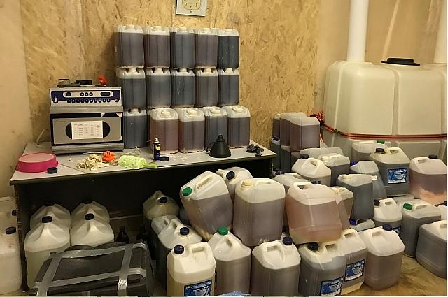 В помещениях организован склад для хранения веществ для изготовления наркотика.