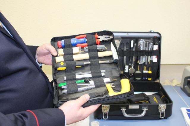 Это набор инструментов, который находится в чемоданчике эксперта.