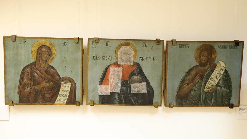 Часть икон выставлена с реставрационными заплатами.