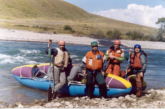 Сплав по реке Кёкёмерен в Киргизии, 2003 год. Михаил Верхотуров слева.