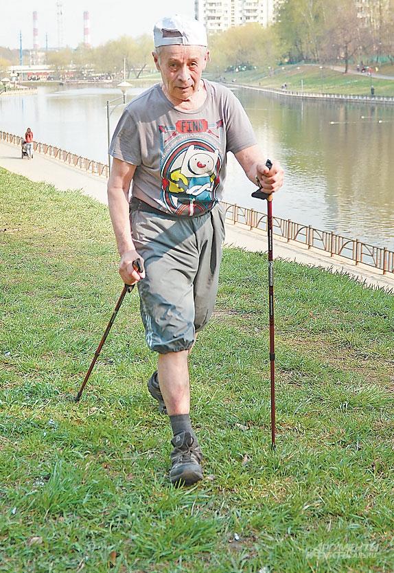 Илья Иргибаев в свои 79лет ежедневно проходит по 6 км.