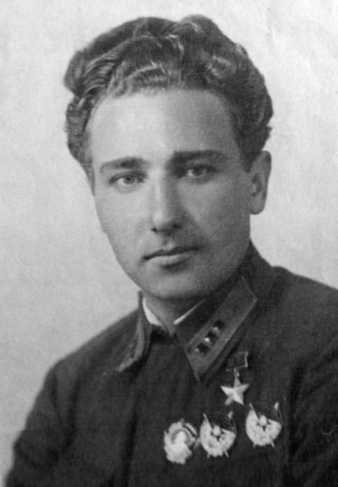 Герой Советского Союза Алексей Степанович Хлобыстов.