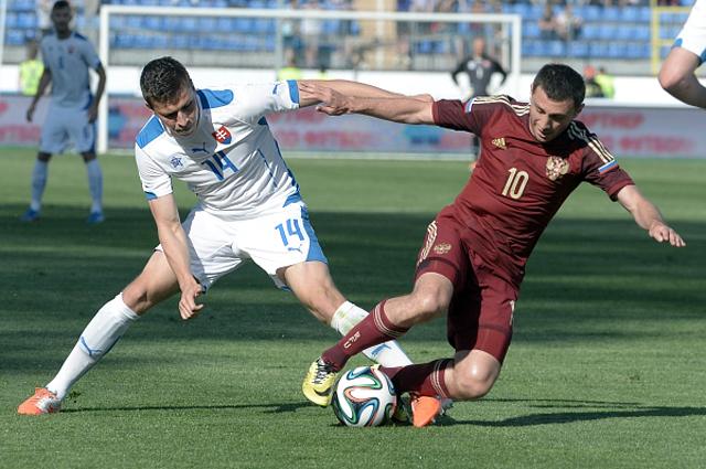 Алан Дзагоев в товарищеском матче между сборными командами России и Словакии