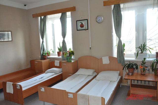 В комнатах, где живут заключенные несовершеннолетние, Владимир Ивлев решил разводить цветы
