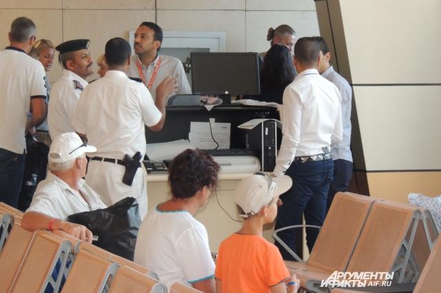В аэропорту Шарм-Эль-Шейха в разы увеличилось количество сотрудников спецслужб.