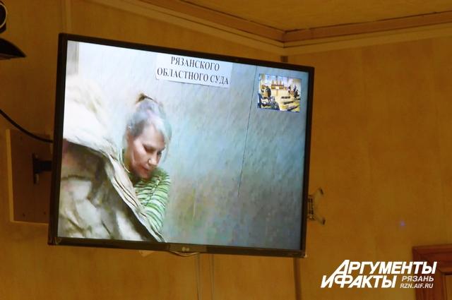 После определения суда, осужденная Бобро спешно покинула комнату для видеосвязи.