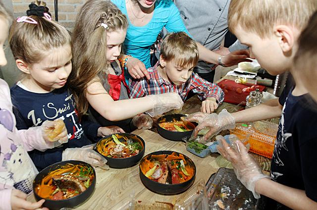 Именитые шеф-повара города провели свои мастер-классы и настоящие кулинарные шоу.