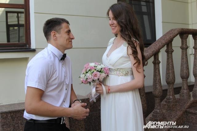 В рамках празднования Международного дня семьи, любви и верности чествовали молодоженов, вступивших в брак в этот праздничный день.