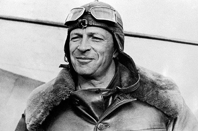 Советский летчик Михаил Михайлович Громов, 1937 г.