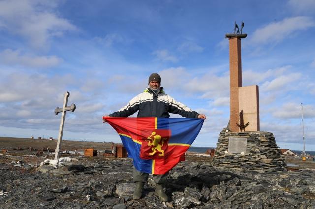 Флаг Красноярска на мысе Дежнева