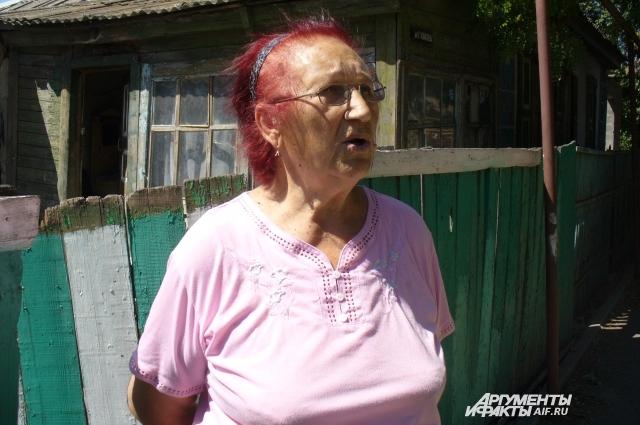 Тётя Аня живёт напротив дома стариков, драма развернулась на её глазах.