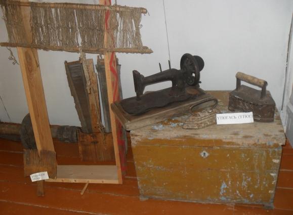 Все экспонаты в мордовском музее подписывают и на мордовском, и на русском языках.