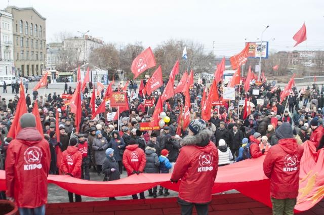 В Омске 7 ноября празднуют сторонники КПРФ на Ленинской горке. Последний мастштабный митинг был на столетие.